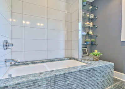 Master Bathroom - Tub and Shelving